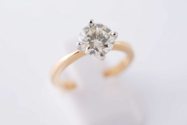 4claw yellow gold solitaire diamond ring 1