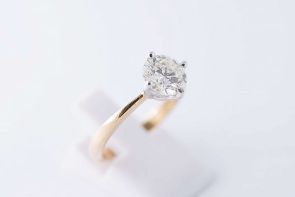4claw yellow gold solitaire diamond ring 4