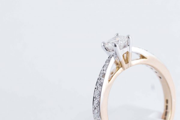 9ct Yellow Gold Solitaire Diamond Ring 2