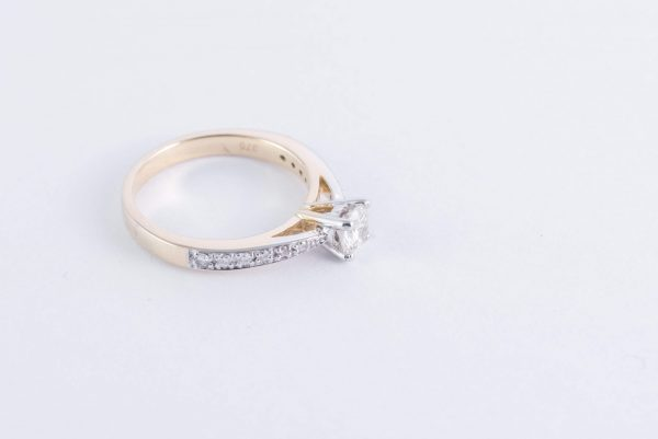 9ct Yellow Gold Solitaire Diamond Ring 5