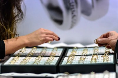A women choosing which ring to buy from a tray selection of rings
