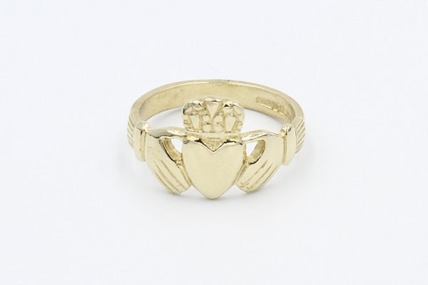 gold gents claddagh ring 1