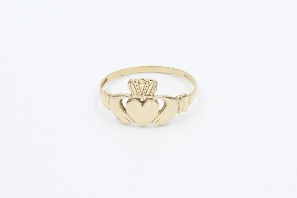 gold ladies claddagh ring 1