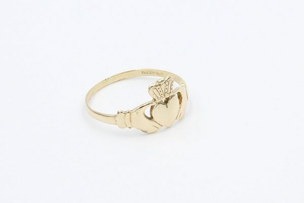gold ladies claddagh ring 2