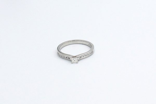 platinum princess engagement ring 3