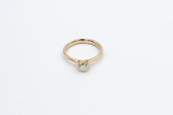 rose gold solitaire diamond engagement ring top