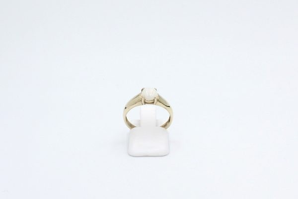 round opal ring gold front
