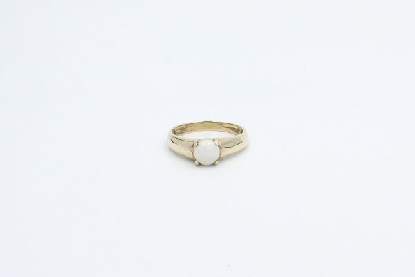 round opal ring gold top