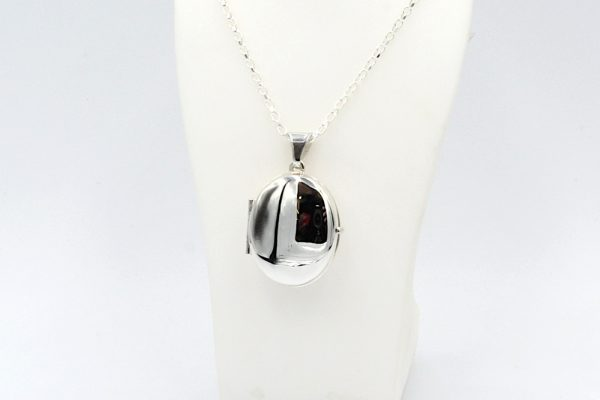 silver oval locket chain closed