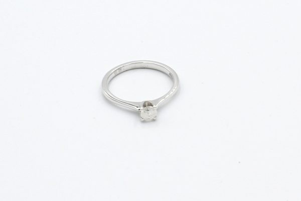 solitaire diamond ring white gold top
