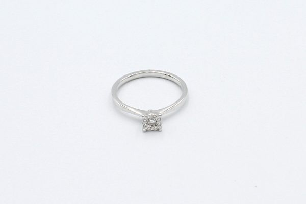 white gold cluster diamond ring top