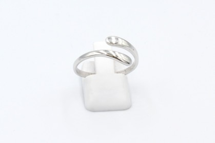a white gold thumb ring on a white background