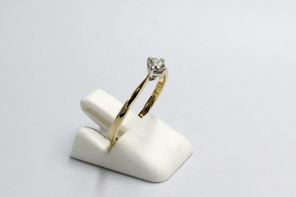 side view of a gold and and diamond illusion ring