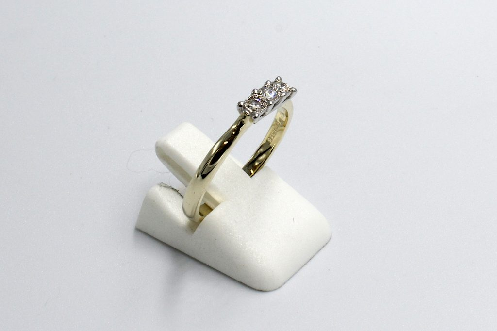 side view of a multi-diamond illusion setting engagement ring