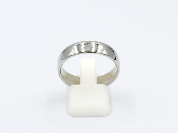 front view of a 6mm thick platinum wedding ring