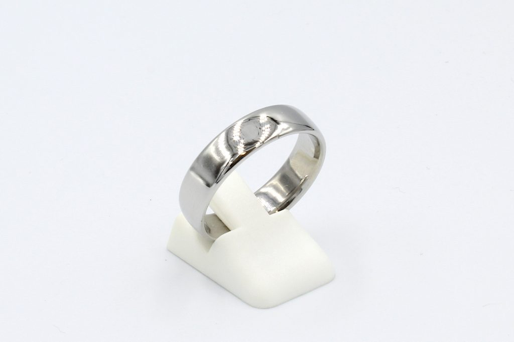 side view of a 6mm thick platinum wedding ring